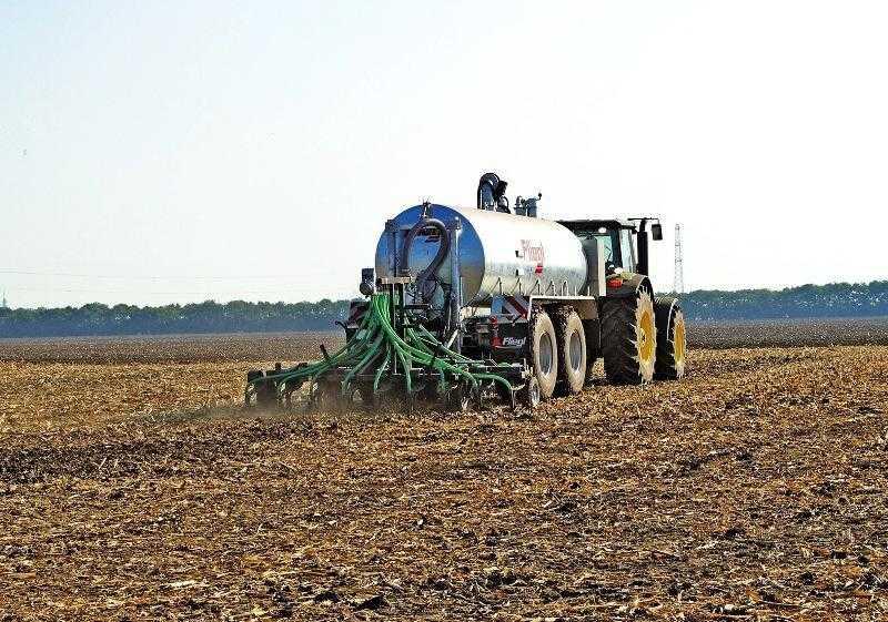 Внесение навозной жижи с заделкой в почву