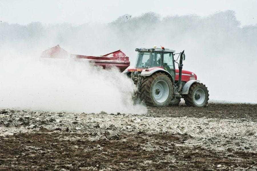 Головне значення вапна для родючості ґрунту полягає в тому, що воно є джерелом увібраного кальцію, який запобігає втратам найціннішої частки ґрунту – гумусу