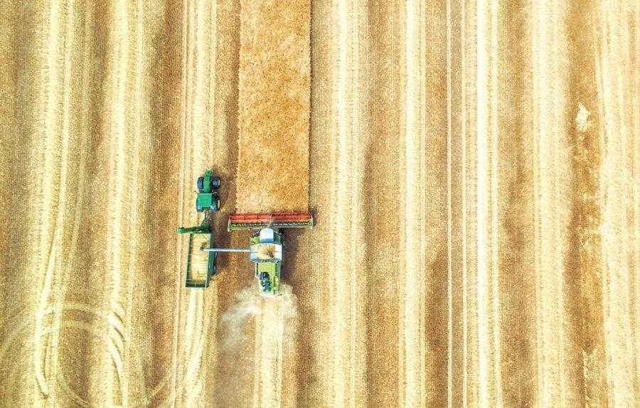 Параллельное вождение — это первый шаг на пути к точному земледелию. Оно помогает достичь точности при перемещении техники на полях