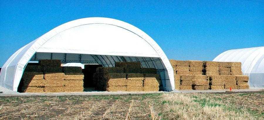 Рис. 7. Хранение тюков кукурузной соломы на ферме. Для этого могут быть использованы ангары различного типа. Главное требование – чтобы влажность тюков не увеличивалась. Также очень важна пожарная безопасность на всех этапах работы с кукурузной соломой