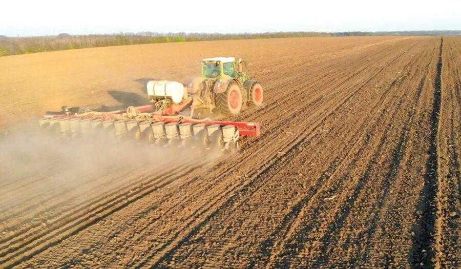 Стартове внесення невеликих норм фосфору під час посіву може бути єдиним строком внесення Р лише на ґрунтах з підвищеним і високим вмістом фосфору в ґрунті
