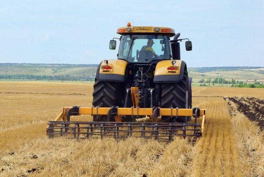 Щілювання ґрунту дає змогу накопичити більше вологи в осінньо-зимовий сезон. Найбільш ефективне використання цього агроприйому при вирощуванні ріпаку в поєднанні з системами точного землеробства, CTF і Strip-till