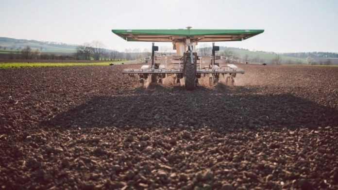 KWS випробовує роботів-прополювачів на полях