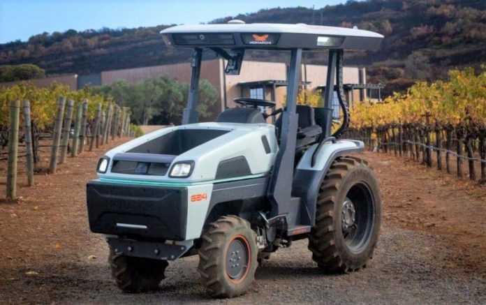 Компанія Monarch представила найрозумніший у світі трактор