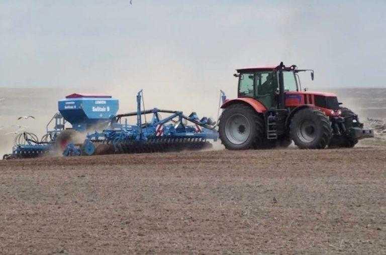 В Україні стартувала весняна посівна. Кілька областей вже активно сіють