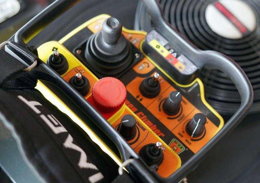 Німці випустили радіокеровану косарку для роботи у важкодоступних місцях