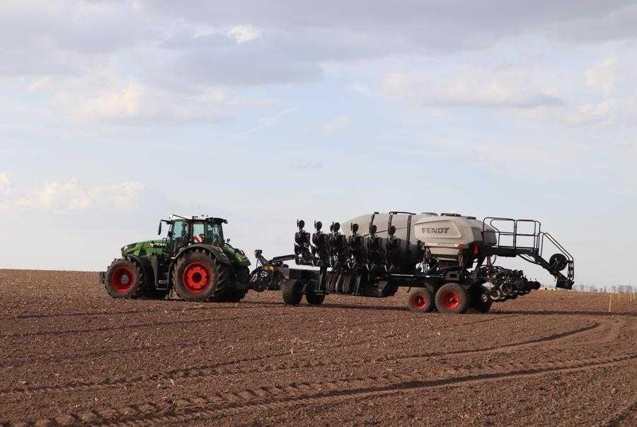 Які досліди із захисту кукурудзи та соняшника заклали на полігоні Digital Field