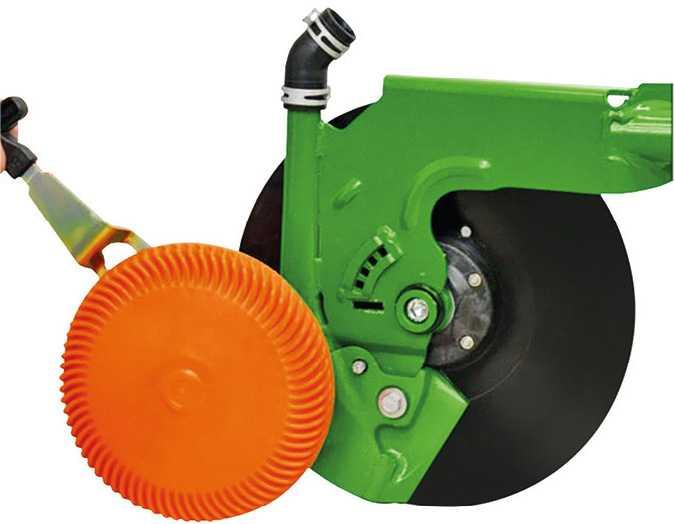 Однодисковий сошник RoTec від Amazone з диском із полімеру, який очищає основний диск і забезпечує ведення його по глибині